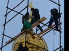 В столице Марий Эл над строящимся Православным центром появился первый крест